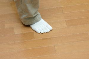 床鳴り箇所と原因を調べる